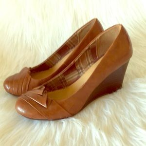 CL BY LAUNDRY leather wedges